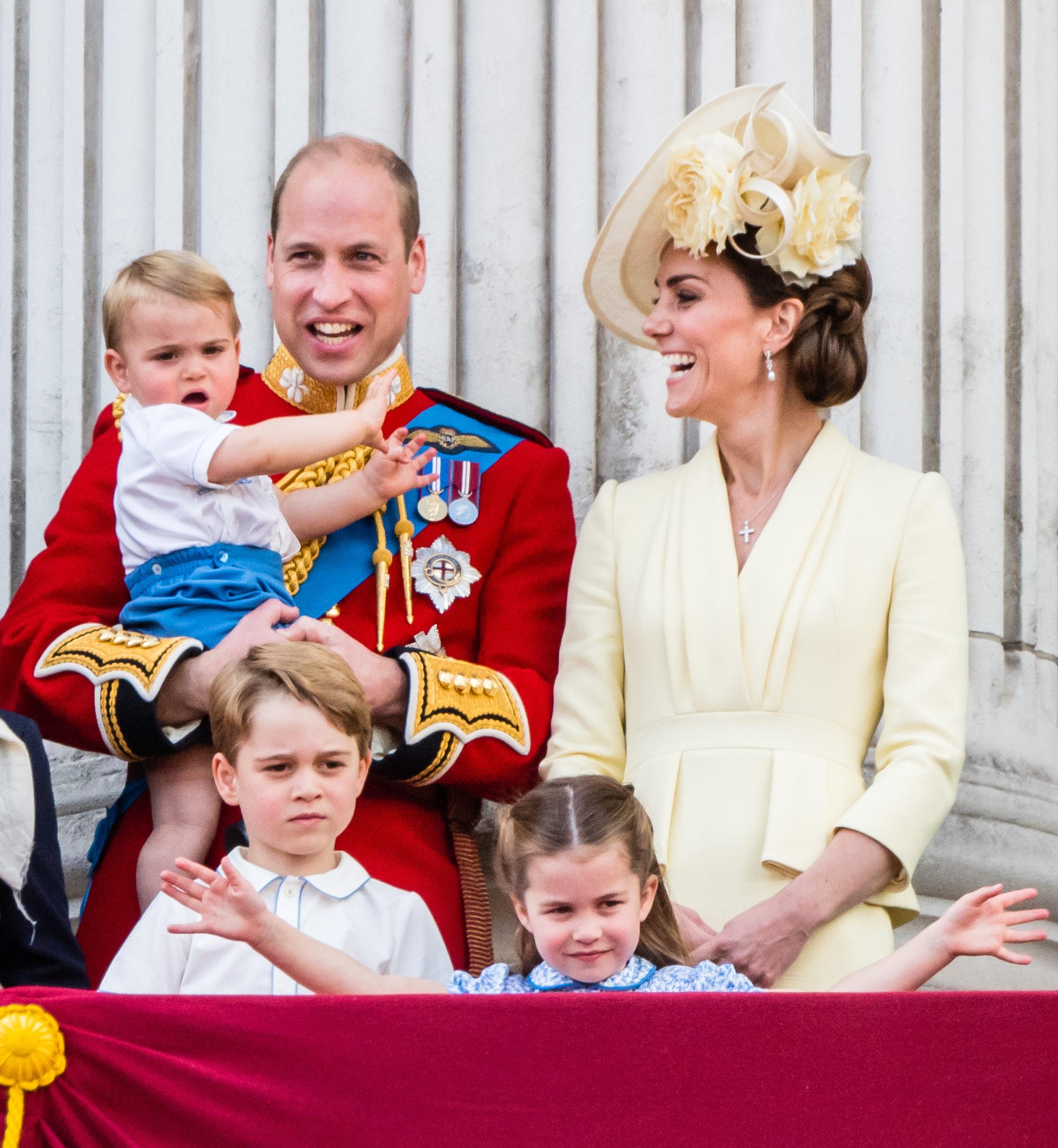 Il look di Kate alla parata per la regina