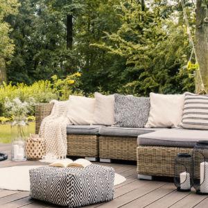 7 divani da esterno per un piccolo budget