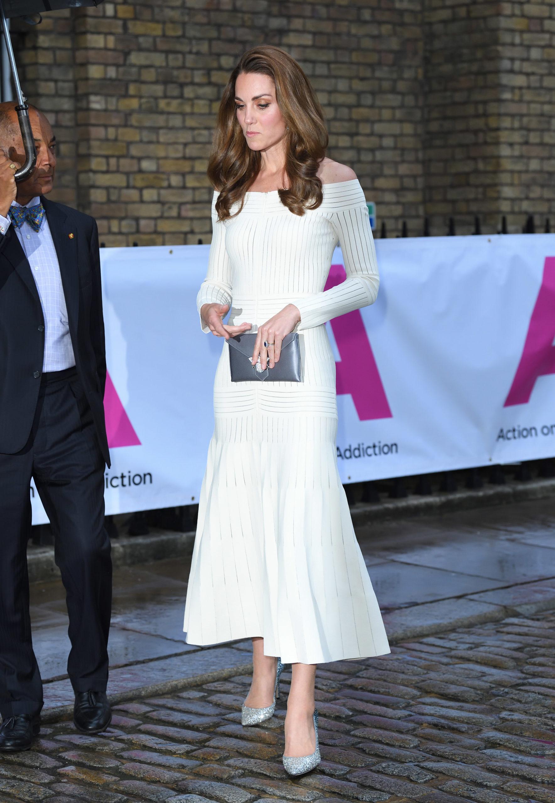 Kate in bianco incanta tutti