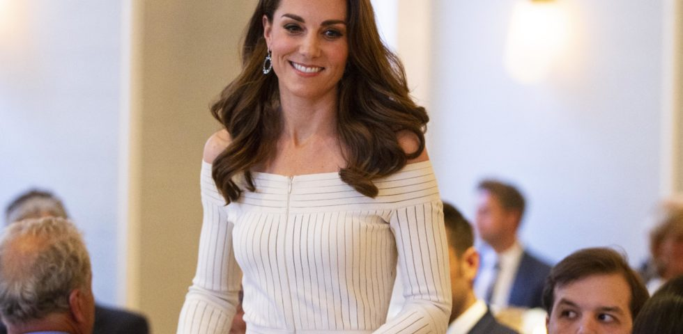 Kate Middleton: audace ed elegante con le spalle in mostra