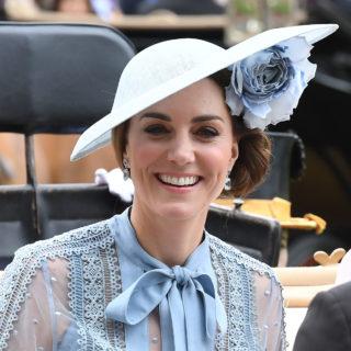 Kate Middleton radiosa in Elie Saab al Royal Ascot