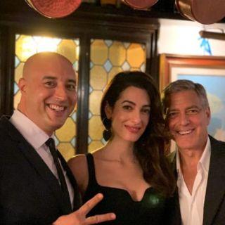 Amal e George: cena romantica a Venezia e foto con lo chef