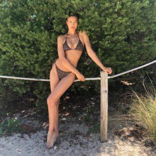 Irina Shayk è la modella più influente in costume da bagno