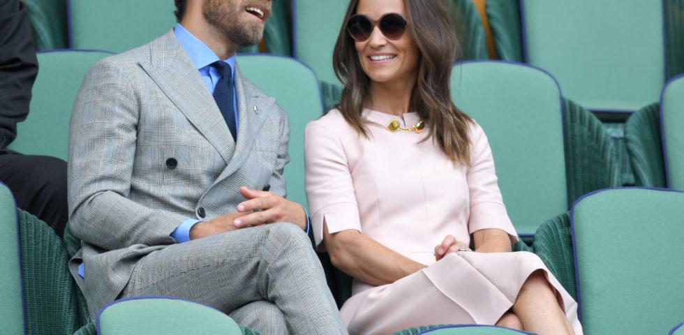Pippa Middleton in rosa a Wimbledon 2019 (con il fratello James)