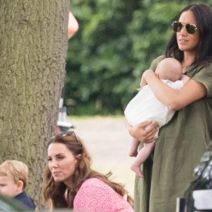 Kate e Meghan con i figli alla partita di polo
