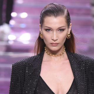 Bella Hadid con i capelli biondi: identica alla sorella Gigi