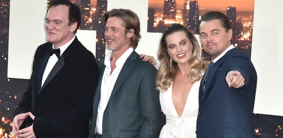 Margot Robbie, fascino da vecchia Hollywood sul red carpet con Pitt e DiCaprio