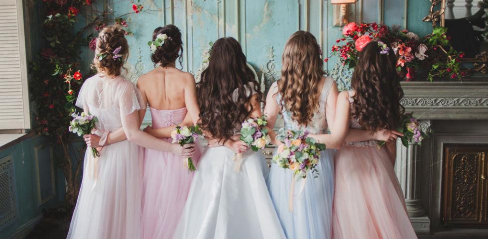 Vestiti damigelle: consigli e regole per scegliere il colore