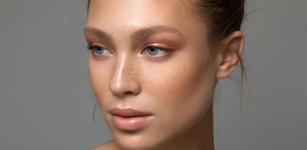 Illuminante viso: cos'è, a cosa serve, come si applica e i prodotti migliori