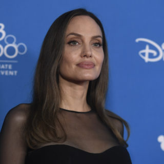 Angelina Jolie in Versace per Maleficent 2