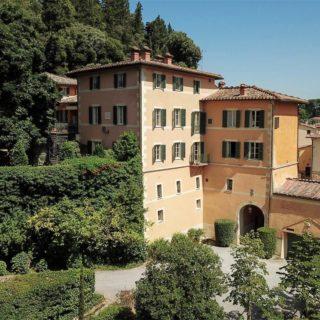 Valentino vende la sua villa vicino Siena