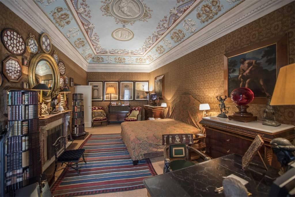 Valentino vende la sua villa in Toscana