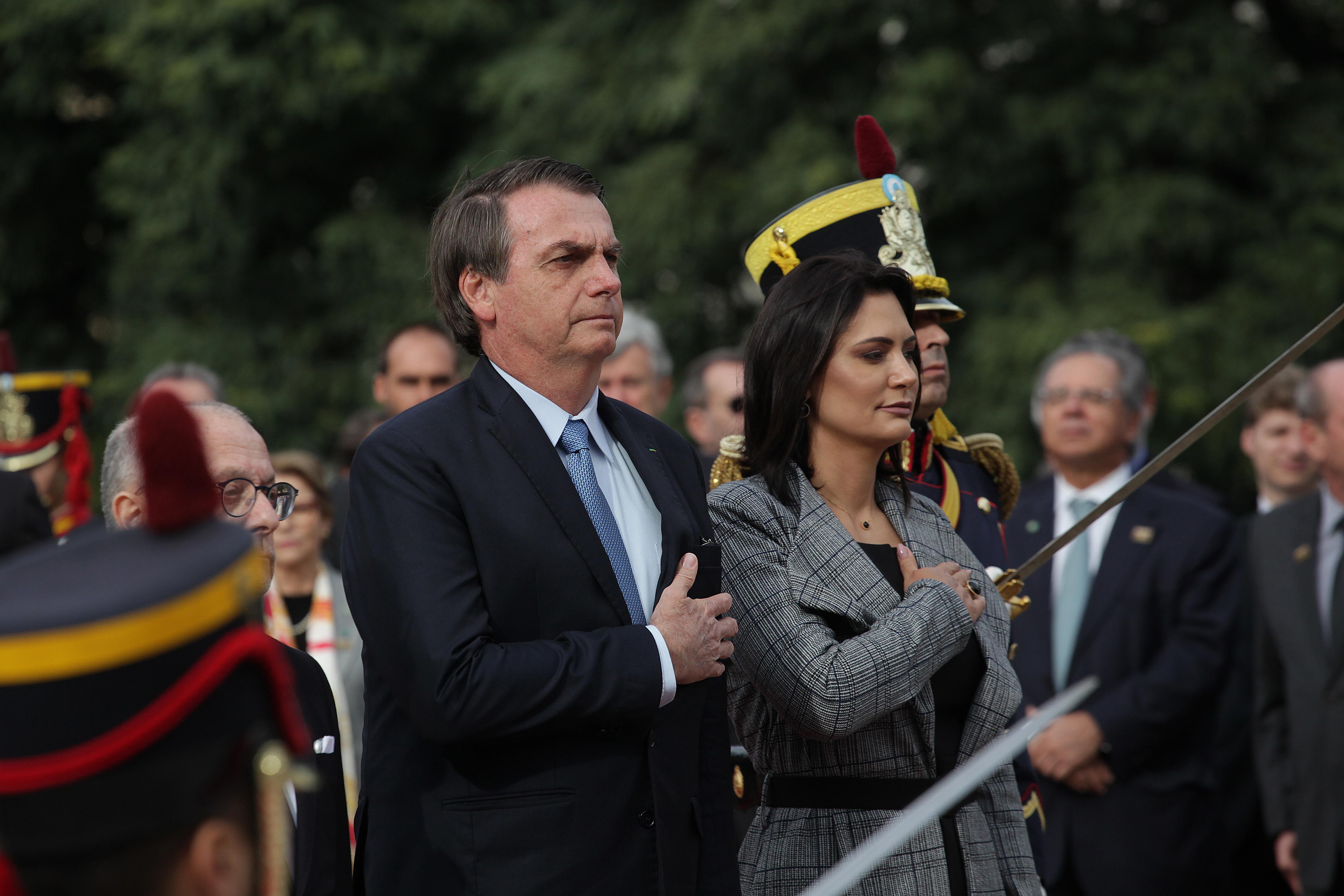 Macron difende la moglie dagli insulti