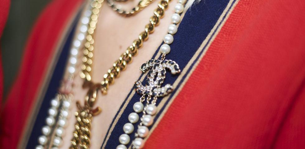 Collane lunghe: modelli Chanel, Tiffany, Morellato e Pandora