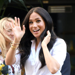 Meghan presenta la sua collezione con i gioielli di Lady D