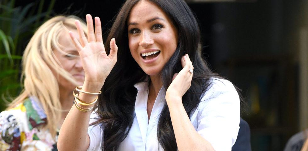 Meghan Markle presenta la sua collezione moda con i gioielli di Lady Diana