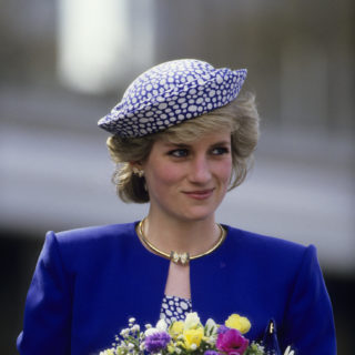 The Crown 4: i look di Emma Corrin nei panni di Lady Diana
