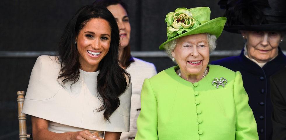 La Regina Elisabetta ha saputo dalla tv dell'addio di Harry e Meghan: la reazione
