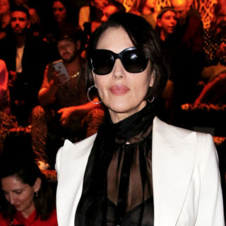 Monica Bellucci: look total black sul red carpet