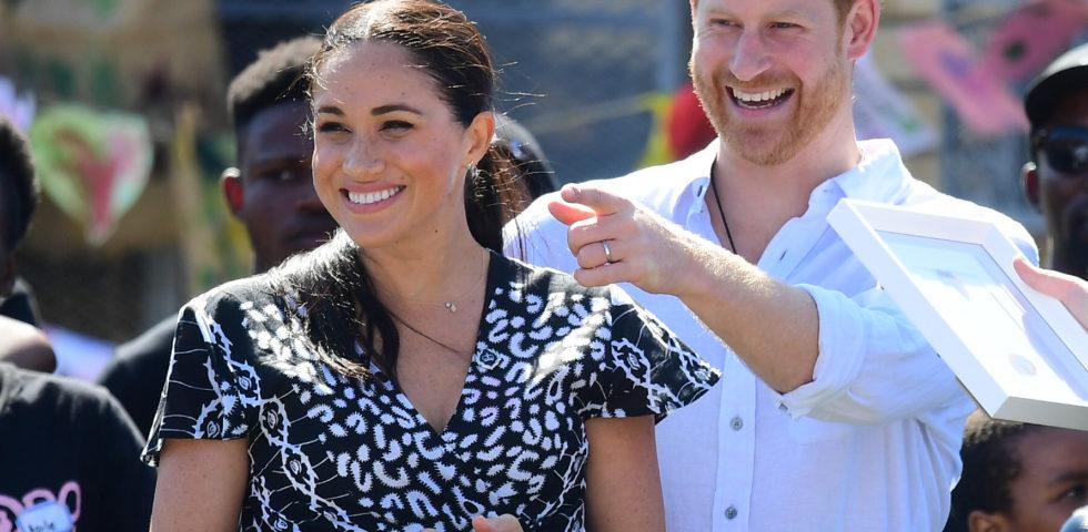 Meghan Markle copia Kate Middleton e veste low budget