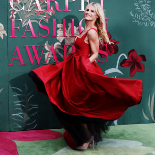 Michelle Hunziker illumina i Green Carpet Fashion Awards