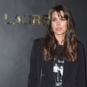 Charlotte Casiraghi in montone e sneakers: è già tendenza