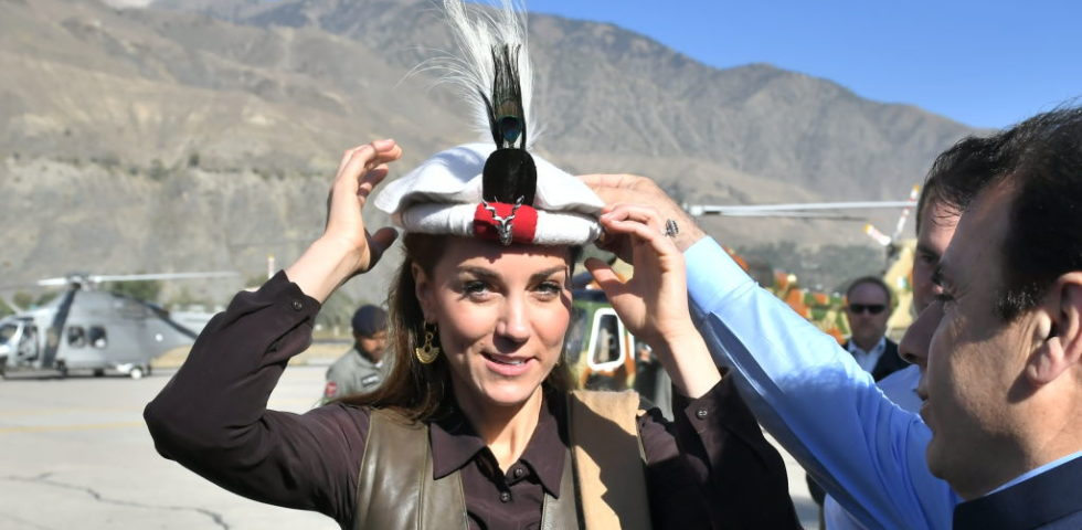 Kate Middleton in Pakistan con lo stesso cappello di Lady Diana