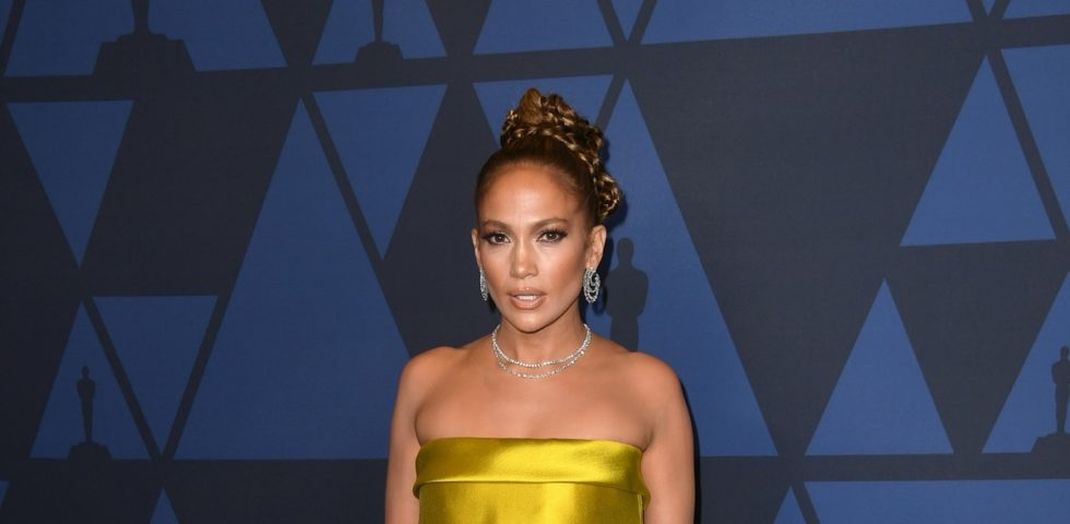 Jennifer Lopez: scollatura mozzafiato sul red carpet