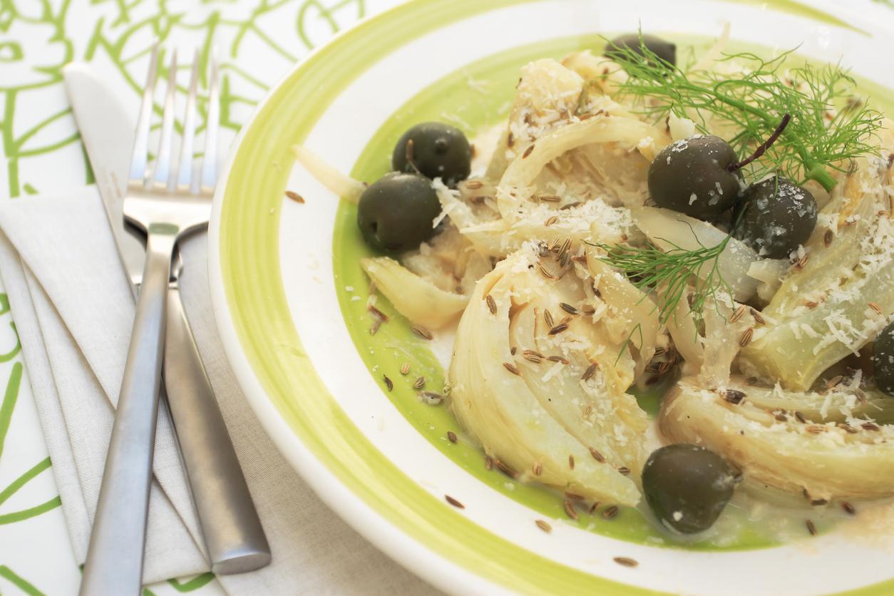Finocchi in padella con uvetta e olive