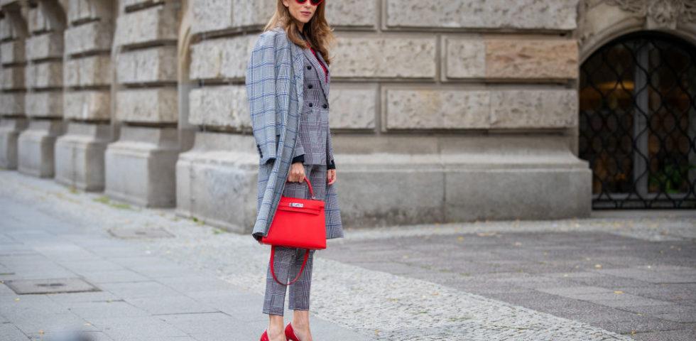 Pantaloni a sigaretta: per chi sono adatti e come renderli più eleganti