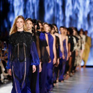 Alberta Ferretti: la collezione Resort 2021 sfilerà a Rimini