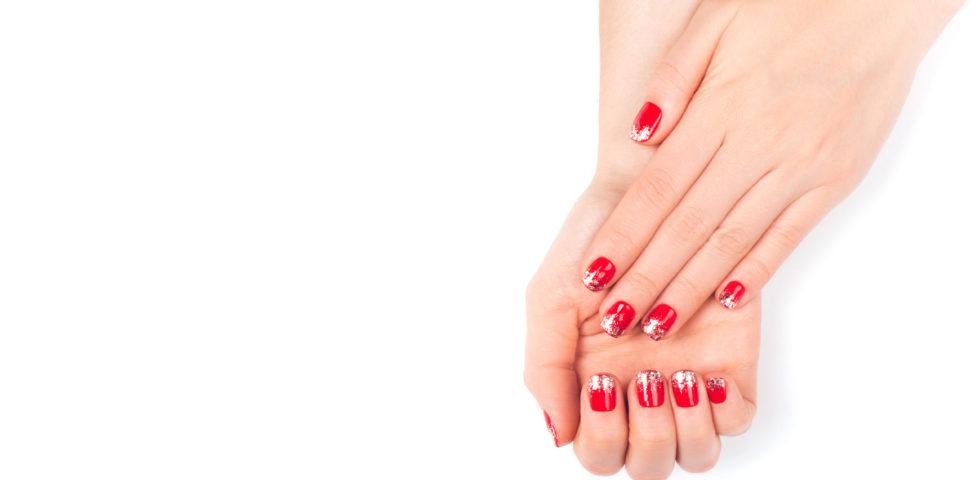 Unghie rosse natalizie: idee semplici, decorate ed eleganti