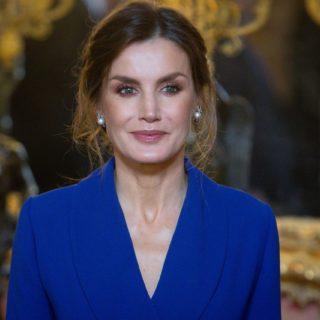 Letizia Ortiz: l'abito smoking la incorona regina di stile