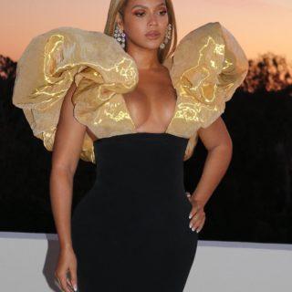 Beyoncé brilla con 323 carati di diamanti!