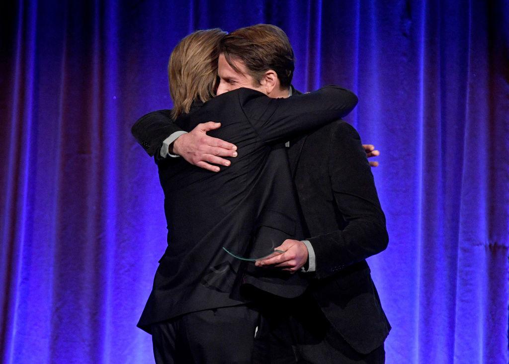 Brad Pitt e Bradley Cooper abbraccio