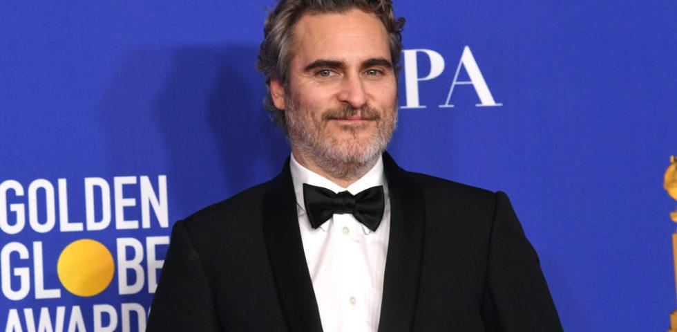 Joaquin Phoenix sempre con lo stesso tuxedo per le premiazioni 2020