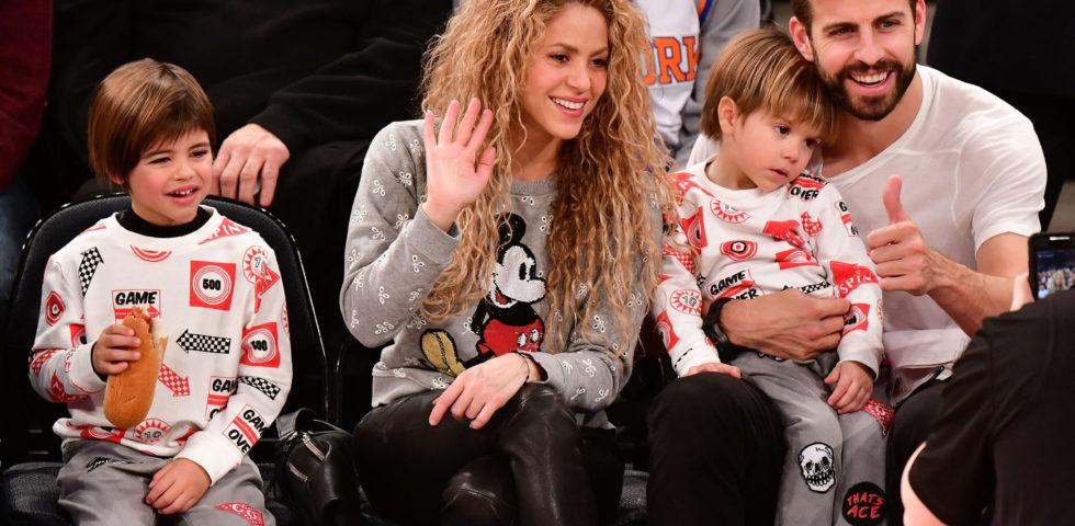 Shakira cambia colore di capelli e diventa castana