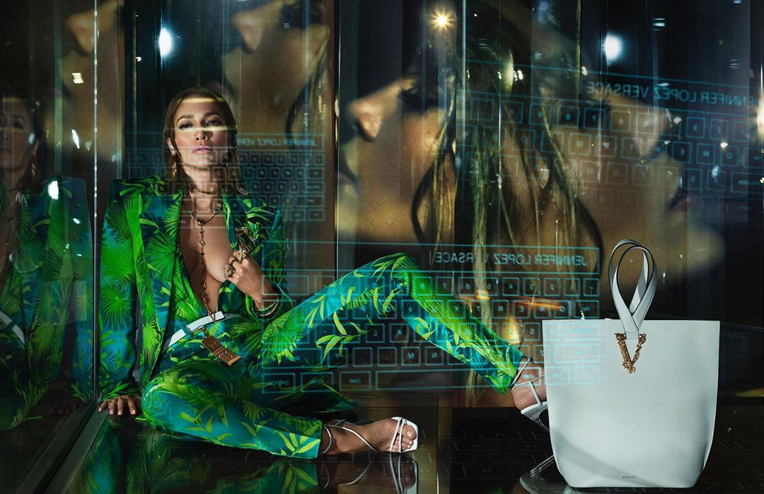 JLO torna vestire Versace