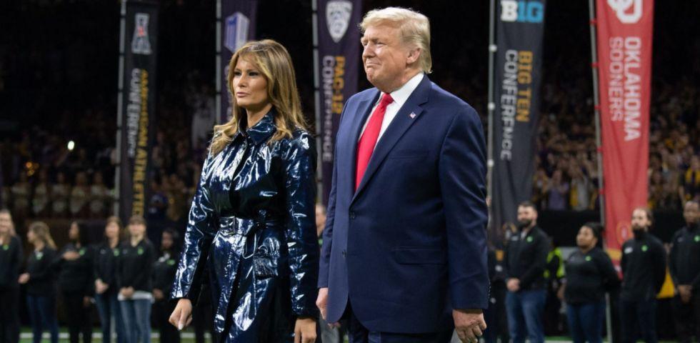 Melania Trump: il suo cappotto metallizzato tra i trend del 2020