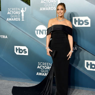 Jennifer Lopez brilla ai SAG Awards 2020 con 9 milioni di diamanti