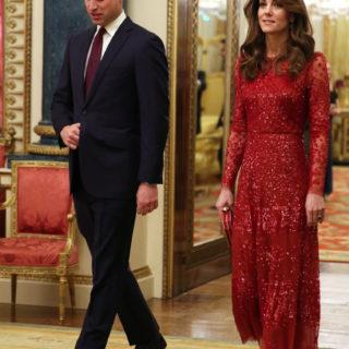 Kate Middleton total red per le prove da Regina