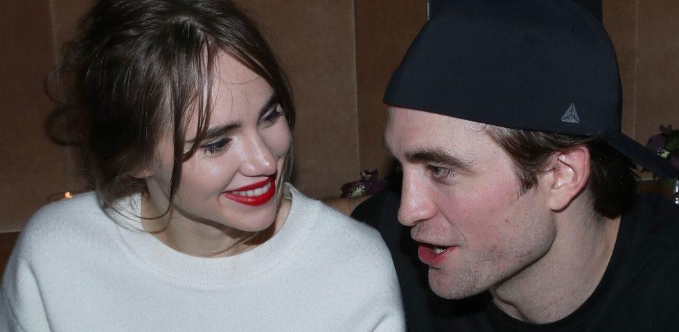 Robert Pattinson si sposa con Suki Waterhouse? Al dito di lei un anello sospetto
