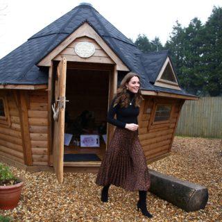 Kate Middleton: la sua gonna Zara costa meno di 8 euro
