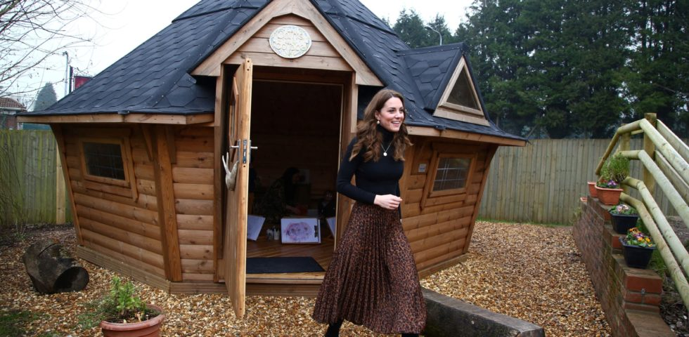 Kate Middleton: look low cost con gonna animalier Zara e cappotto Dutti