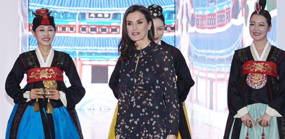 Letizia Ortiz come Kate Middleton: abito Massimo Dutti per la Fiera del Turismo