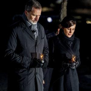 Letizia Ortiz e Re Felipe onorano le vittime di Auschwitz