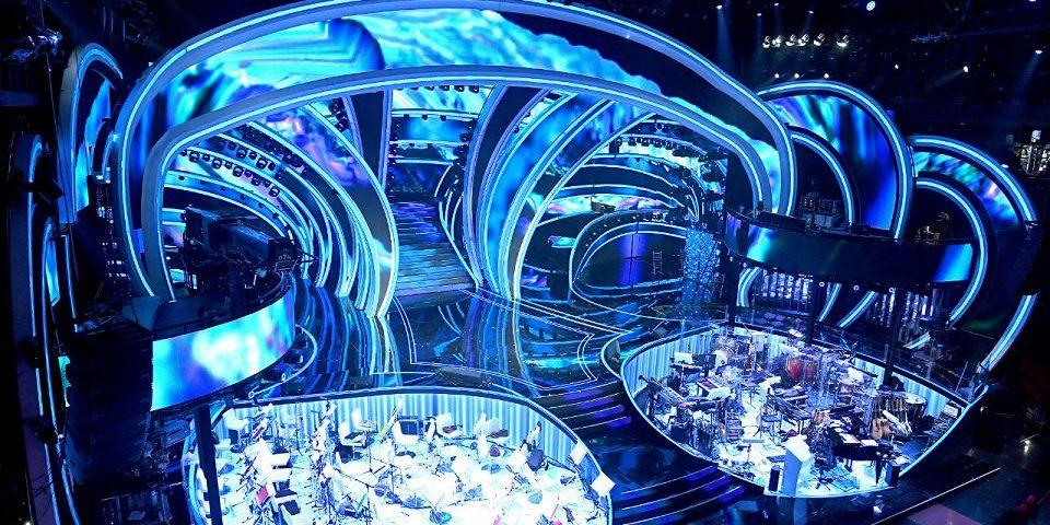 Sanremo 2020: tutto sulla scenografia dell'Ariston, dal palco alla scala