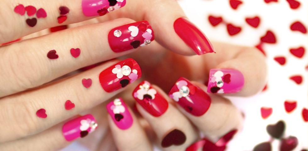 "Nail art per San Valentino 2020: unghie ""in love"""