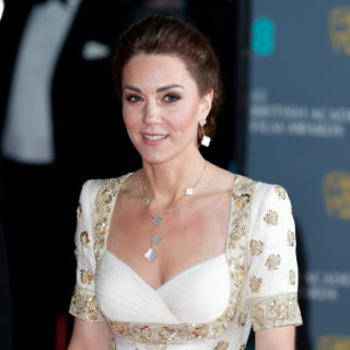Kate Middleton in Alexander McQueen incanta ai BAFTA