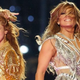 Jlo e Shakira scatenate al Super Bowl